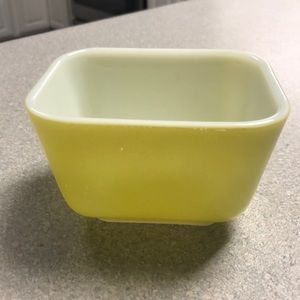 PYREX Vintage 501 B YELLOW